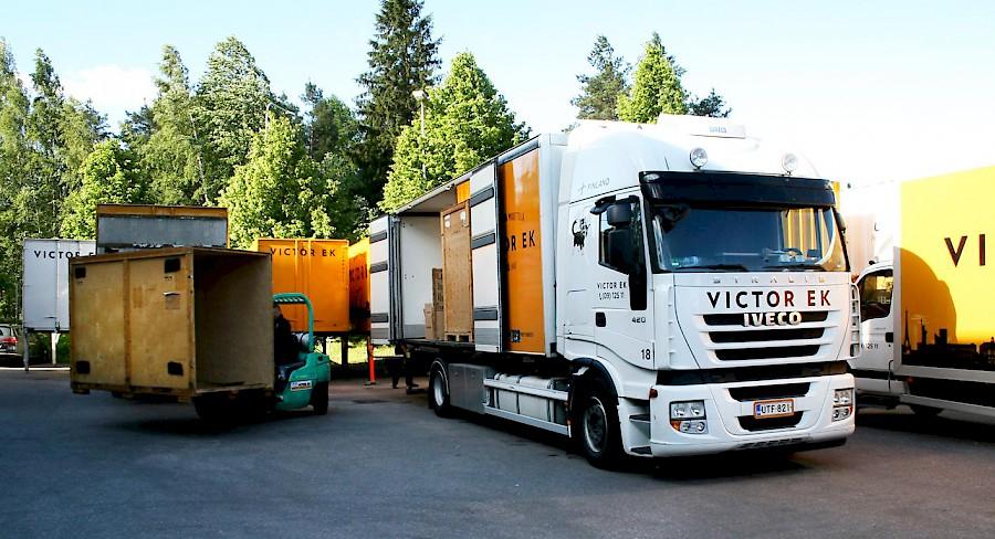 victor-ek-valkoinen-rekka